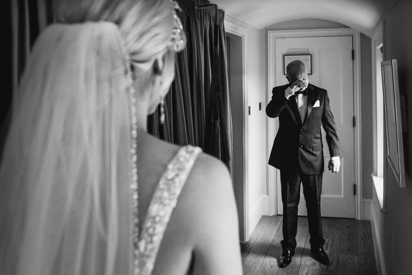 dad getting emotional when he sees daughter on wedding day