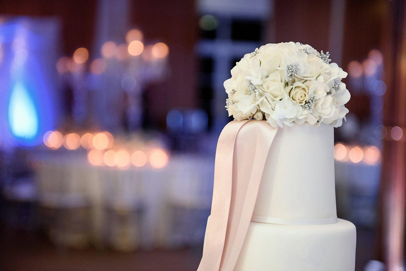 wedding cake at winter elopement