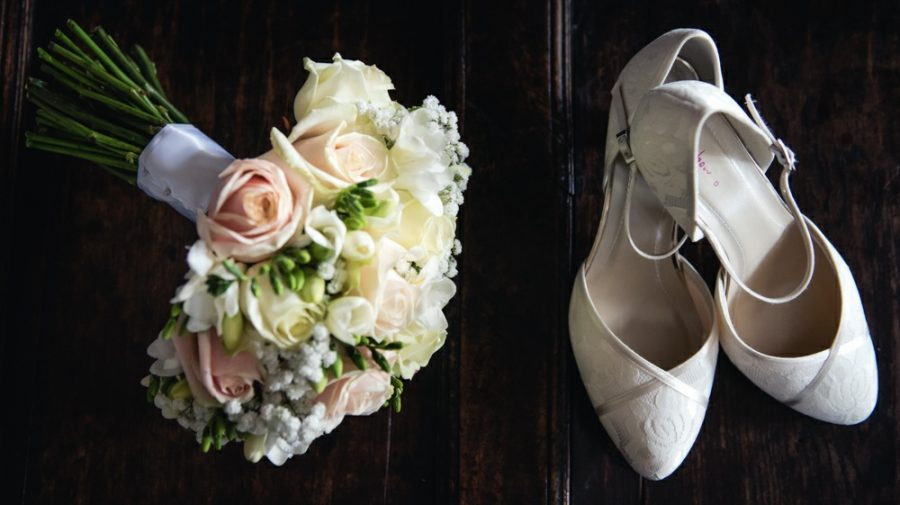 pink bouquet and ivory wedding shoes