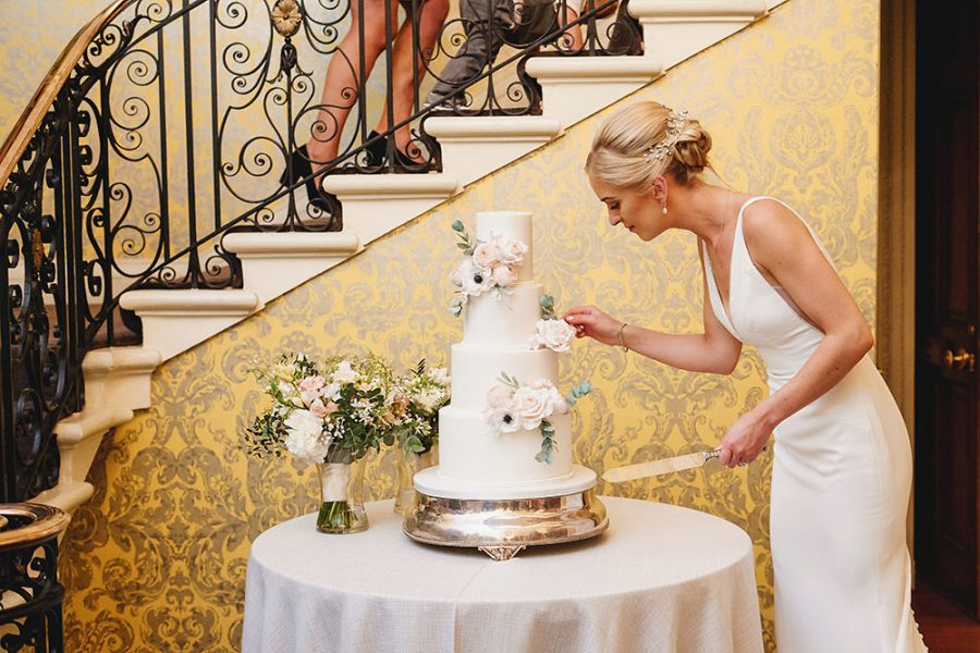 how to choose your perfect wedding cake